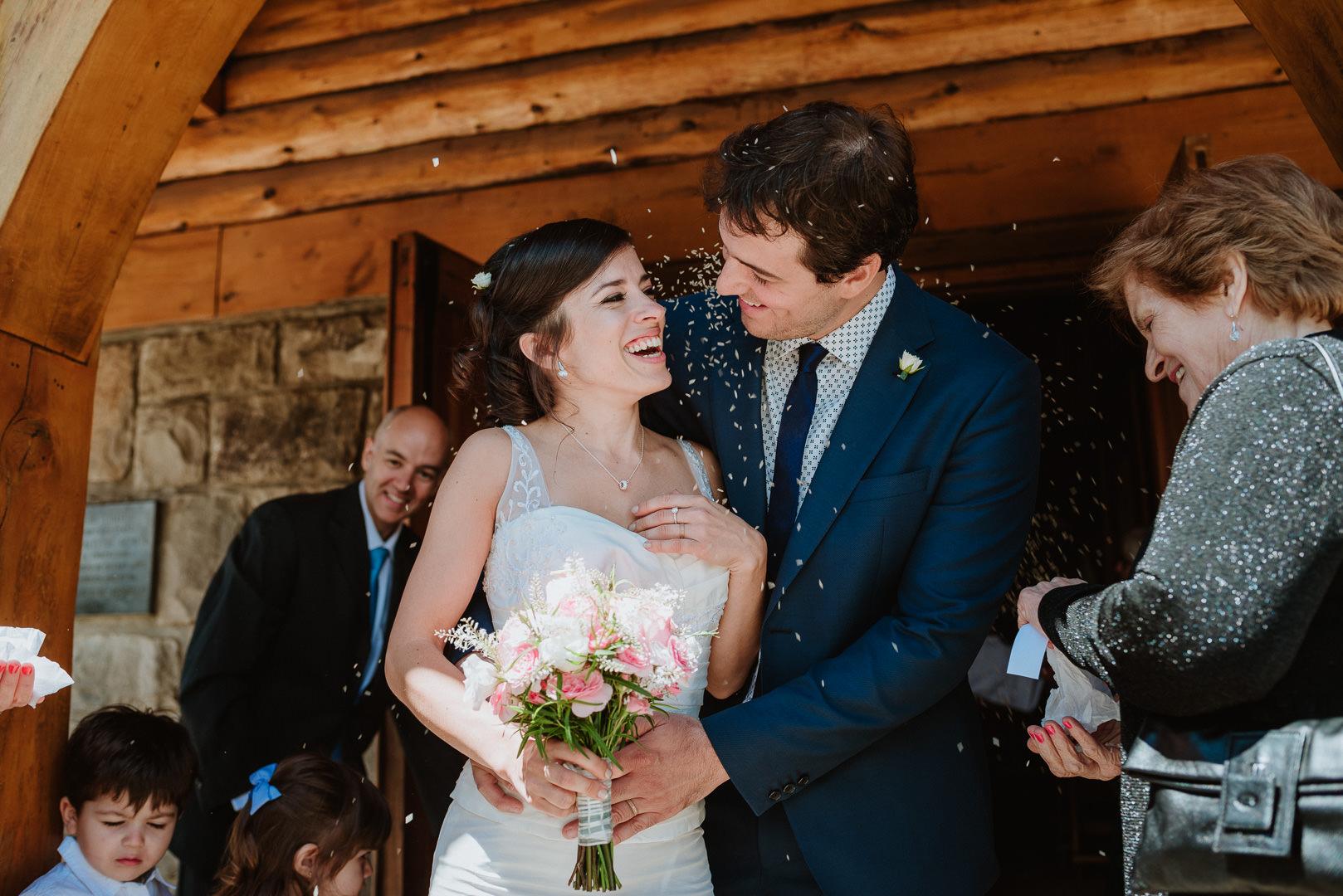 fotos casamiento en capilla san eduardo Bariloche